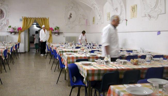 la sala mensa in preparazione